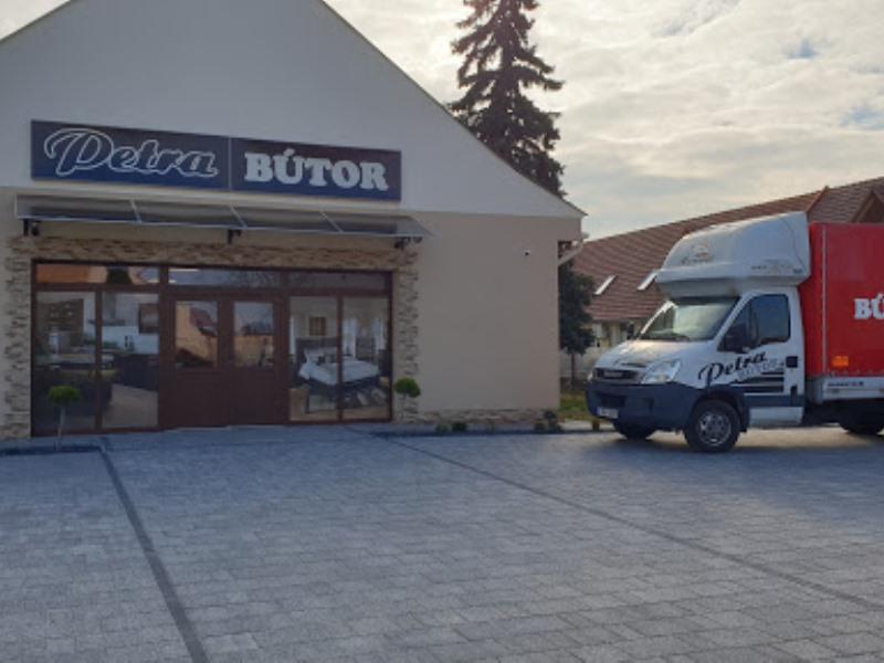 Petra-bútor-üzletek-Pápa